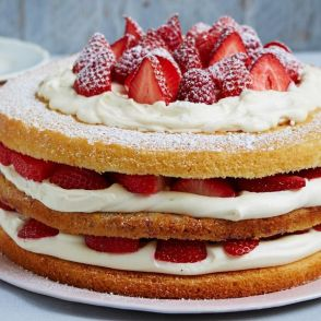 triple-layer-berry-victoria-sponge_s600x600_c2115x1235_l0x953